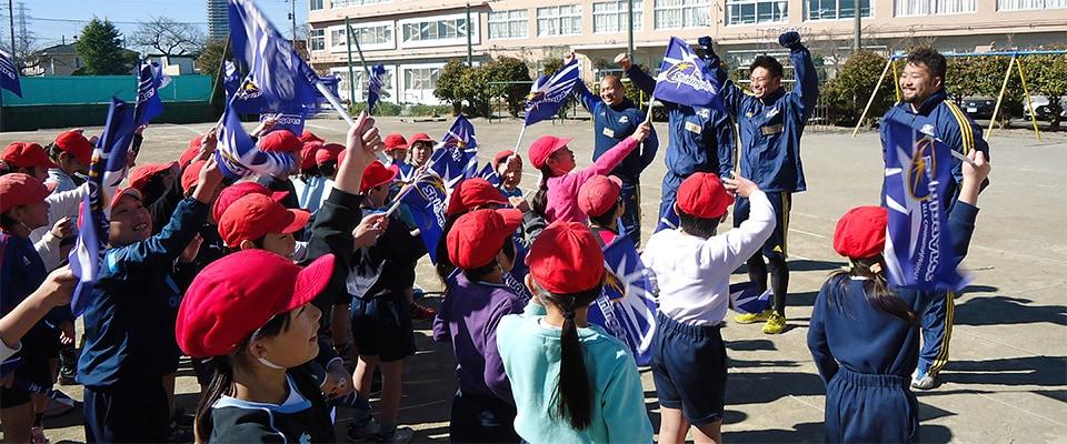 2月2日(木)に、CSR活動の一環として蕨市立西小学校にてタグラグビー教室を行いました。